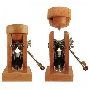 Bild 1 zu Artikel Eschenfelder Kornquetsche mit Holztrichter aus Buche